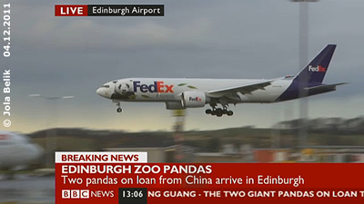 Der FedEx Panda Express mit seienr wertvollen Fracht kurz vor der Landung am Flughafen Edinburgh, 4. Dezember 2011 (Screenshot BBC Livestream)